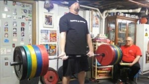 Jeff Ciavattone pulling on a thumbless grip deadlift at Frank's Record Day.