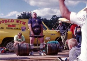 Big Frank Ciavattone doing a big hand and thigh.  Frank has not only promoted the Heavy Lift Championships in the past, he is a four time Heavy Lift Champion!